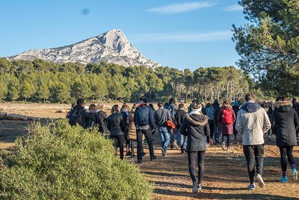 Students walk toward Mount Sainte Victoire