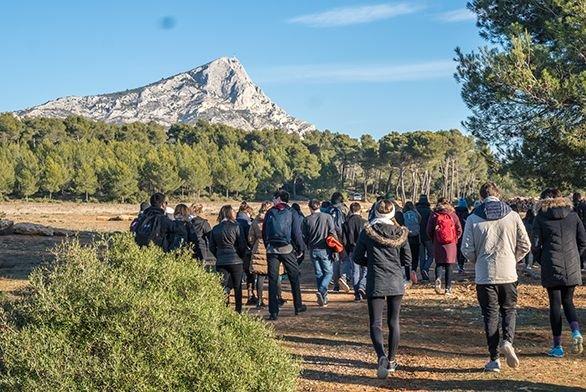 Students walk toward Mount Sainte Victoire