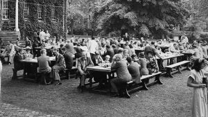 Annapolis_Commencement_1948_Lunch_on_Campus.jpg